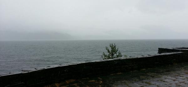 Hardangerfjord im Regen