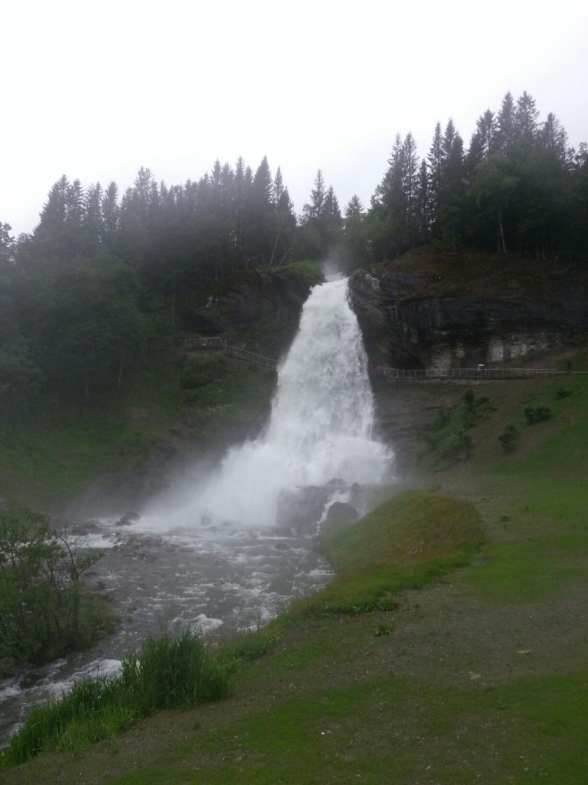 Steinsdalsfossen im Regen