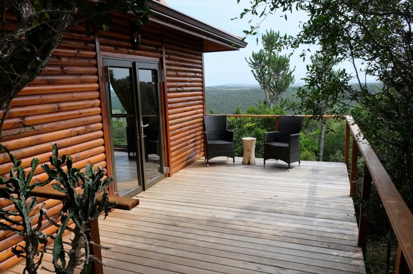 Terrasse des modernen Chalets der Kariega Private Game Reserve