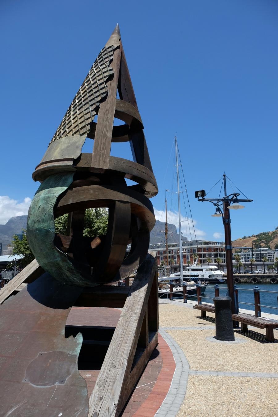 Kunstwerk in V&A Waterfront in Kapstadt