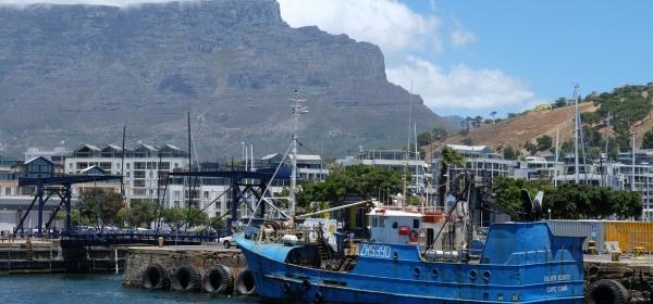 Aussicht auf Tafelberg in V&A Waterfront in Kapstadt