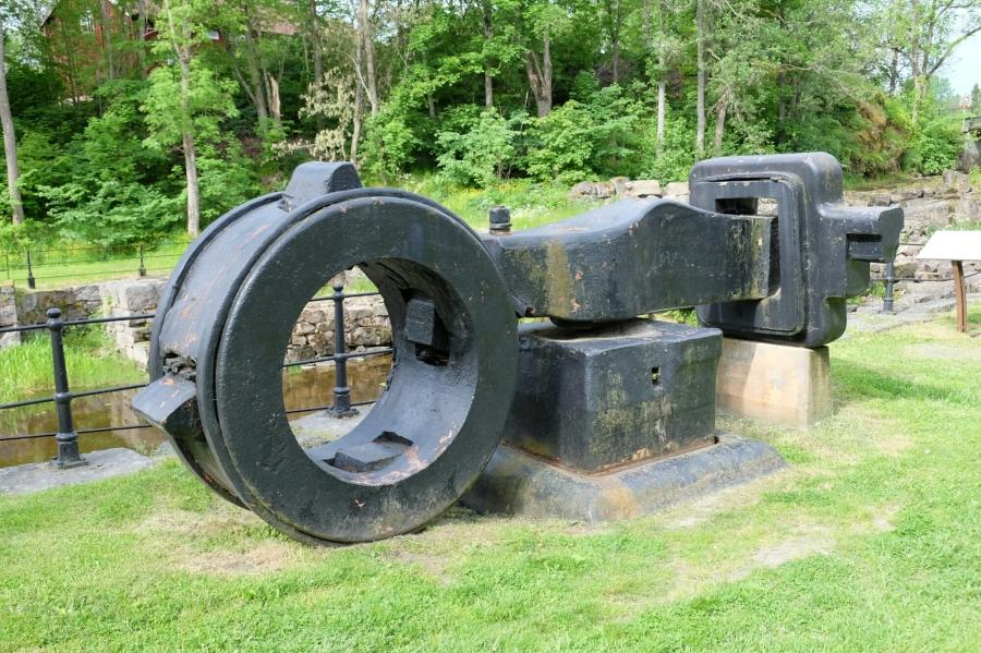 Ruinenteile der Eisenhütte und Schmiede in Borgvik