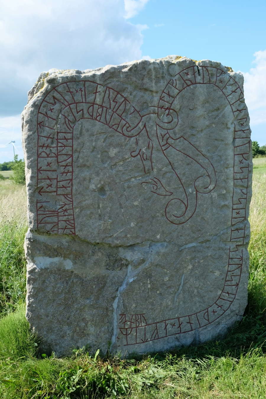 Runenstein bei den Lehrkaka väderkvarnar