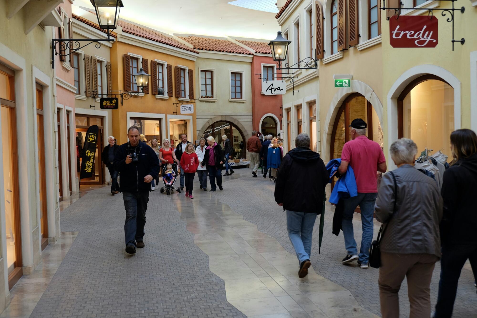 Einkaufszentrum Mediterraneo an der Hafenmeile von Bremerhaven