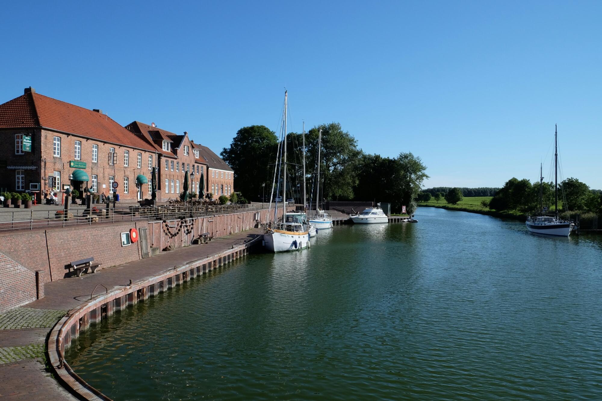 Alter Binnenhafen von Hooksiel