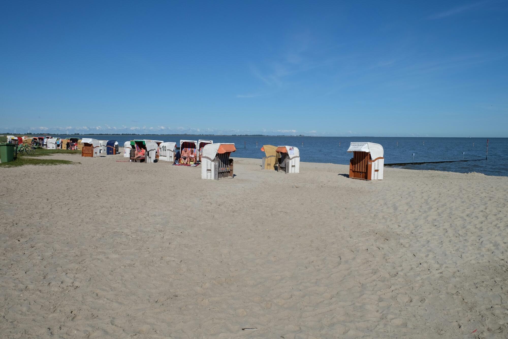 Strand und Strandkörbe bei Hooksiel
