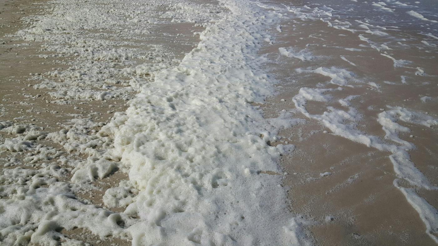 Schaum bei Westwind an Westerlands Strand
