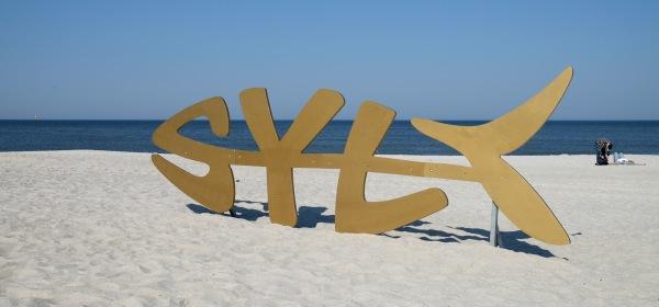 Sylt-Logo am Strand von Westerland