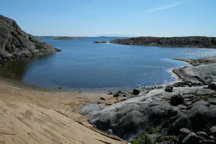 Schären und Strand beim Campingplatz Stocken