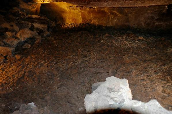 Erstarrter Lavafluss in der Cueva de los Verdes