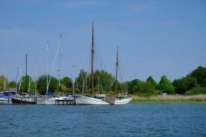 Schiffe im Hafen von Wustrow