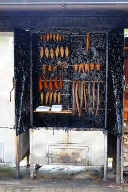Räucherofen im Hafen von Wustrow