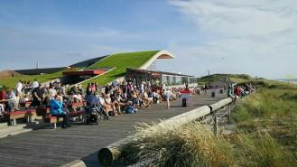 Die Sonne geniessen bei Gosch auf der Promenade von Wenningstedt
