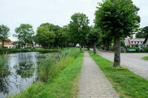 Dorfteich und Hauptstrasse in Stolpe