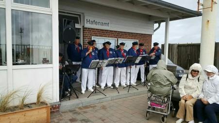 Shanty Chor vor dem Hafenamt von List