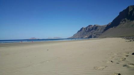 Playa de Famara und El Risco de Famara