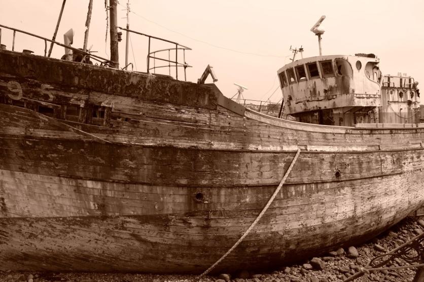 Verrottendes Fischerboot in Camaret-sur-Mer