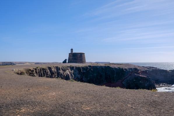Castillo de las Coloradas an der Promenade in Playa Blanca