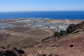 Weitsicht von der Montaña Roja auf Bungalow-Siedlungen