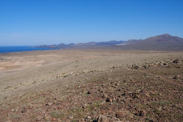 Weitsicht von der Montaña Roja auf Feuerberge