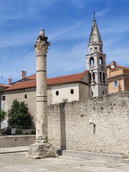 Obelisk und Kirche Sveti Ilija (Orthodoxe Ostkirche St. Elias)