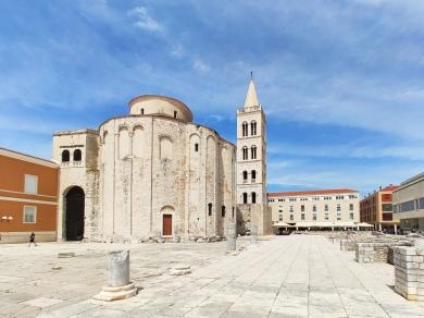 Sveti Donat (katholische Kirche) und Turm der St. Anastasia Kathedrale