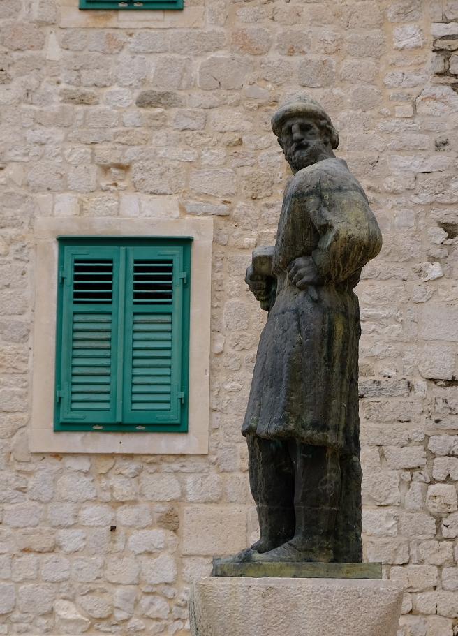 Juraj Dalmatinac Statue