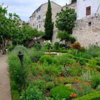 Srednjovjekovni samostanski mediteranski vrt Sv. Lovre