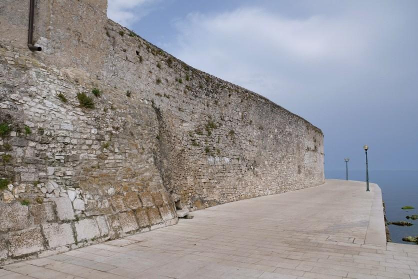 An der Stadtmauer von Poreč
