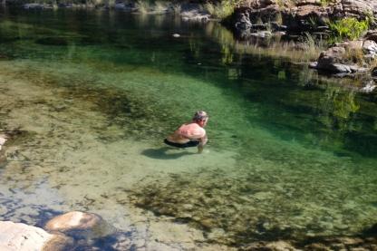 Im Wasser bei den Maguk Falls