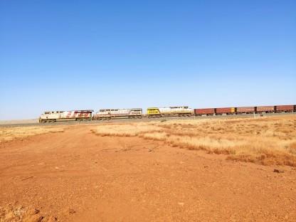 Lokomotiven eines Rio Tinto Minenzugs