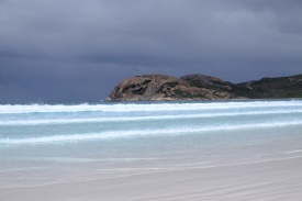 Lucky Bay mit Regenwolken