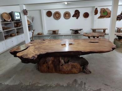 Tisch bei Ka Uri unearthed